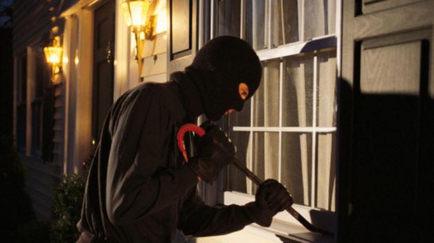 Las Parejas: robaron dinero y joyas de una vivienda