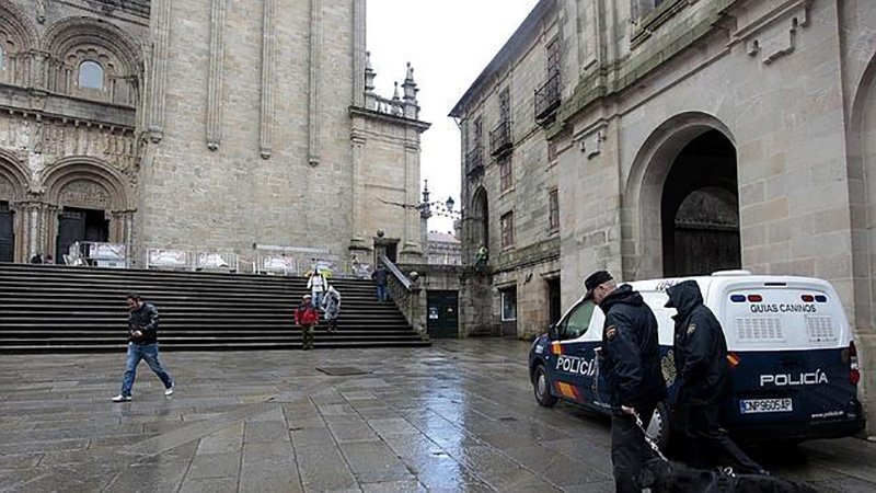 policia-catedral-santiago